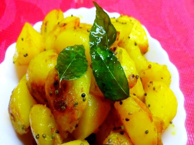 Aloo ki sabji, fried with kadi patta or Aloo bhujiya with Kadi Patta recipe. How to make Potato fries with Curry Leaves.