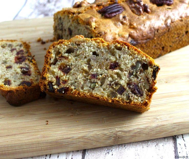 Maaike van MiCook heeft weer een lekkere cake gebakken. Dit keer een heerlijke, goed gevulde cake met bananen, dadels, walnoten & pecannoten. We waarschuwen vast even, hij moet wel een tijdje in de oven staan maar dan kan je des te langer genieten van de heerlijke geuren die vrijkomen tijdens het bakken! Tijd: circa 25 …