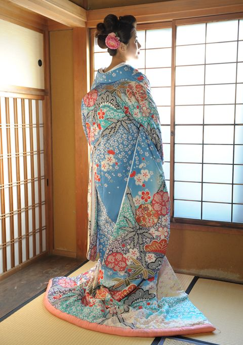 kimono....gorgeous, I love the pale blue ~~ For more: - ✯ http://www.pinterest.com/PinFantasy/moda-~-elegancia-oriental-oriental-elegance/