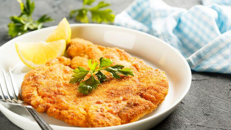 Original Wiener Schnitzel traditionell mit Petersilienkartoffeln, Erdäpfelsalat oder Häuptelsalat als Beilage serviert  #austria #vienna #food #schnitzel #zitrone #citrus #yummy #köstlich #rezept #recipe