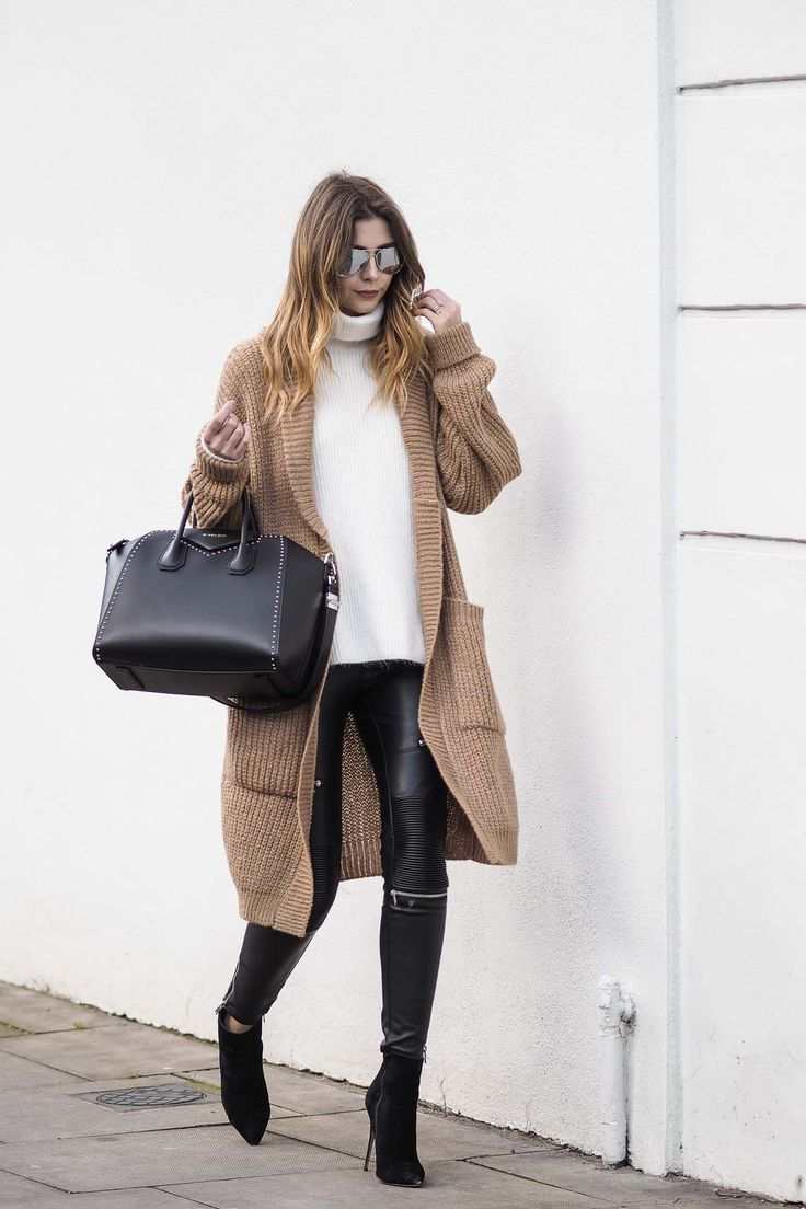 A chunky knit is a great piece to bridge the gap between the transition of the seasons, this cosy camel cardigan is the perfect addition to your wardrobe