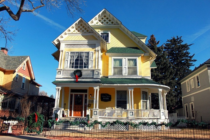 Charming yellow Victorian: Victorian Homes, Victorian Architecture, Charming Yellow, Favourite Victorian Houses