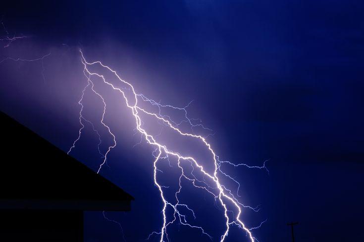 http://www.brucesussman.com/wp-content/uploads/2011/08/madras-oregon-lightning-vince-s.jpg
