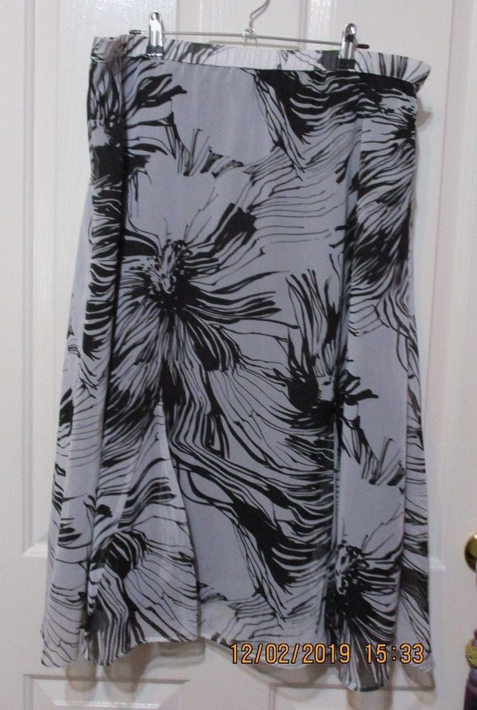 Ladies Giovoni size 20 long flared white and black floral skirt #Givoni #FlareSkirt #Cocktail