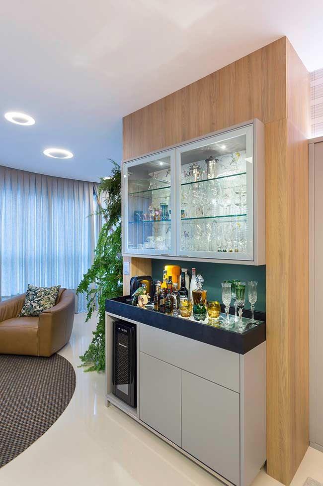 Barzinho Para Sala Moderno Contrastado Pela Classica Cristaleira