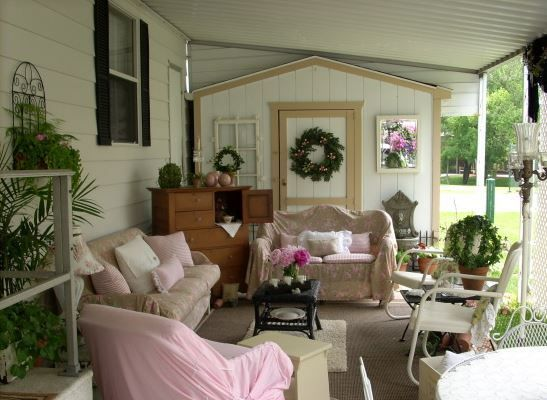 romantic mobile home exterior decor. Just too cute