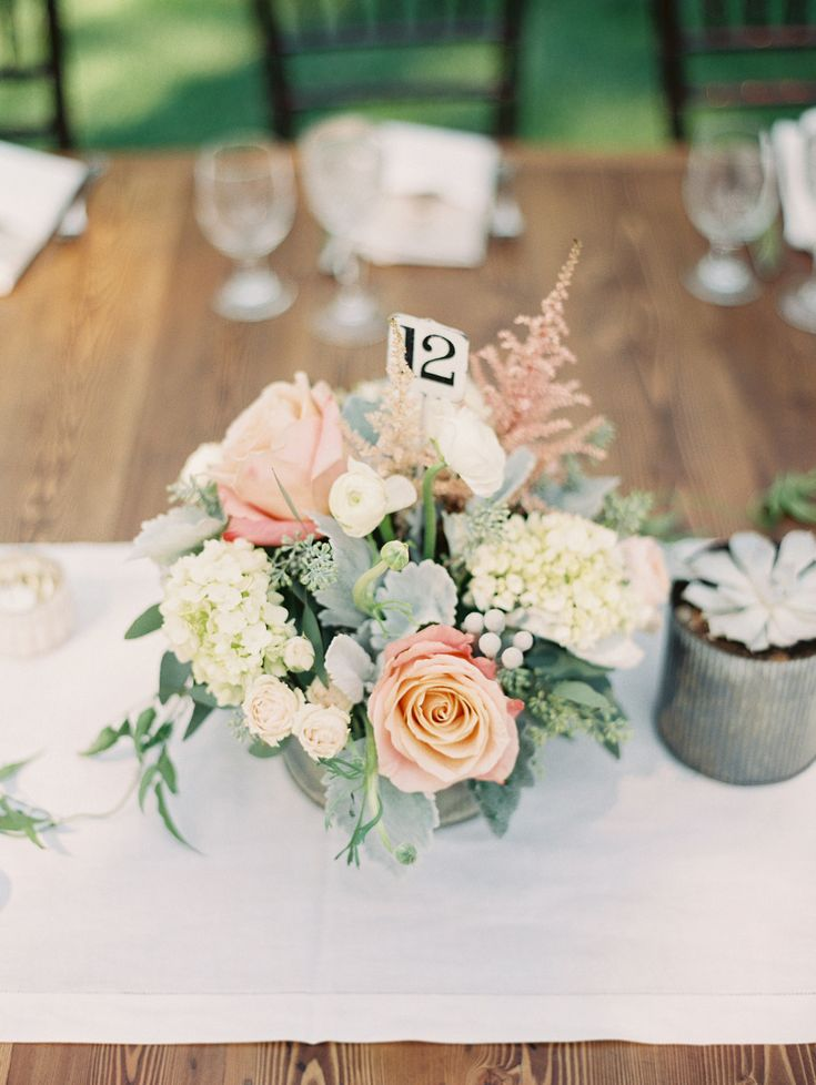 Best 25 blush centerpiece ideas on pinterest blush for Small flower decorations for tables