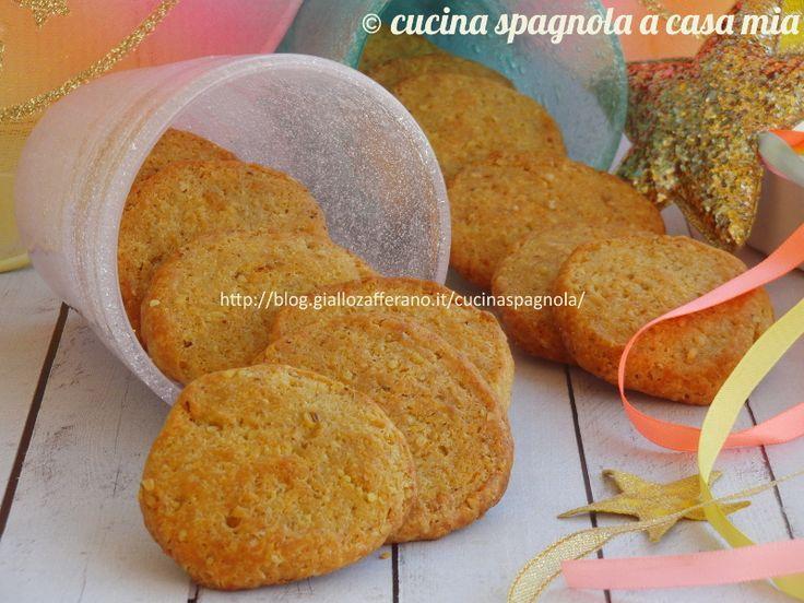 Biscotti salati al formaggio: ricetta facile e veloce per degli stuzzichini golosi adatti ad un aperitivo, una cena in piedi o un buffet.
