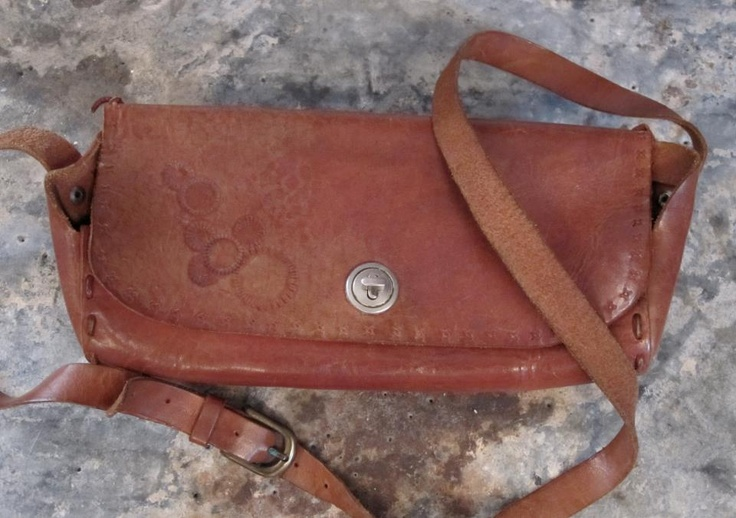Vintage leather bag available in Beware of Limbo Dancers  Dkk 80,-