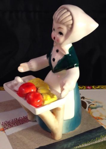 Milkmaid-Selling-Eggs-Cheese-Swiss-Girl-Dutch-Woman-Figurine-Japan-Napco-Lefton