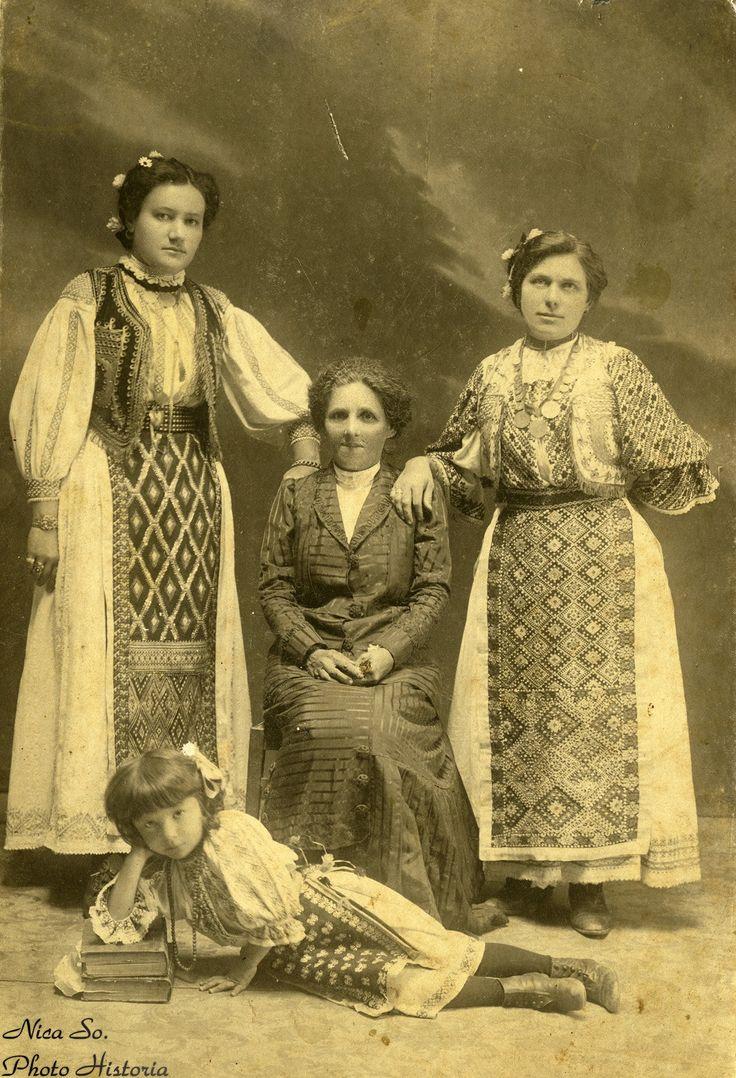 Fotografie făcută într-un studio românesc anonim, pe la 1890-1900