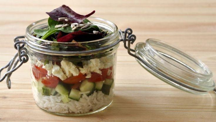 Salade en bocal pour déjeuner au boulot