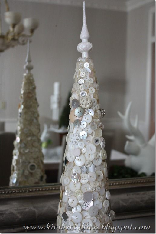 Christmas tree made with beautiful vintage buttons, just GORGEOUS!