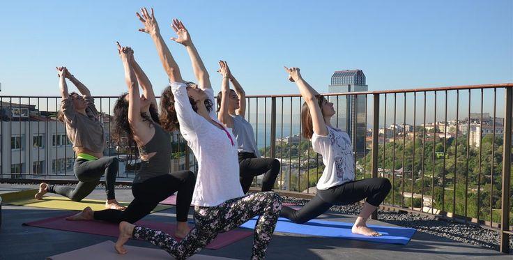 MasterCard<sup>®</sup>'lılara özel yoga dersi St. Regis otelinin terasında, sonrasında tazeleyici smoothie ve atıştırmalıklar Spago barında!