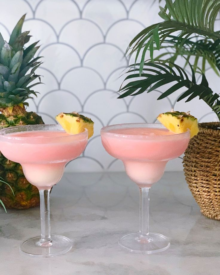 Chi Chi Cocktail (The BEST tropical frozen beach drink
