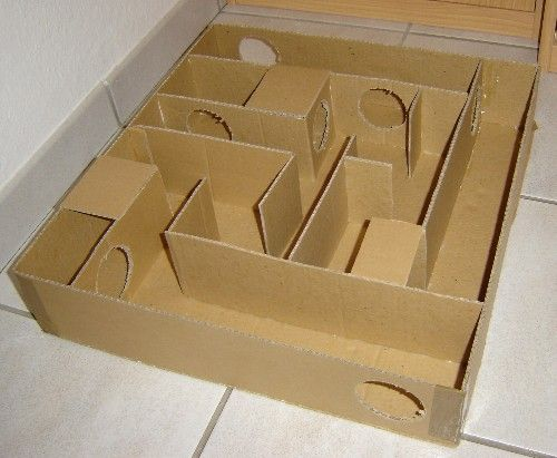 Ein Labyrinth aus Pappe