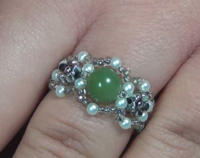 links to a number of beaded rings.  #Seed #Bead #Tutorials
