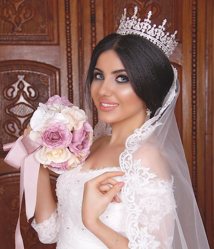 Gelin taci kirayesi, Makiyaj vizajist Turkan, sac duzumu Stilist Xanim .  Прическа от Ханум , макияж от Туркан  Tel;012 598 99 88, 051 431 95 93 @makeup_artist_turkan  @stilist_xanim_orxideyabeauty  #mac #anastasiabeverlyhills #hudabeauty #wedding #gelin #gelintaci