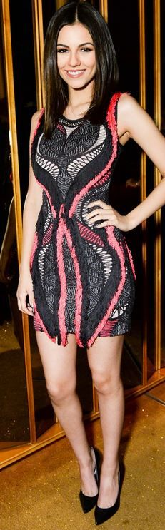 Who made Victoria Justice's pink and black print dress?
