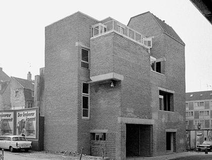 House Schmela by Aldo van Eyck