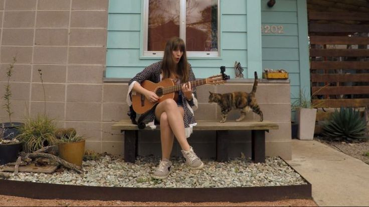 Join Portugese musician, Luisa Sobral, as she serenades a stray cat  in between shows in Austin, Texas during South by Southwest.
