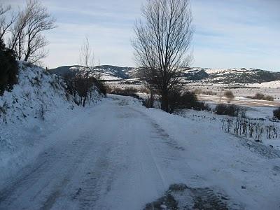 carretera que separa Vistabella del Maestrazgo con el Monasterio de Sant Joan de Penyagolosa.