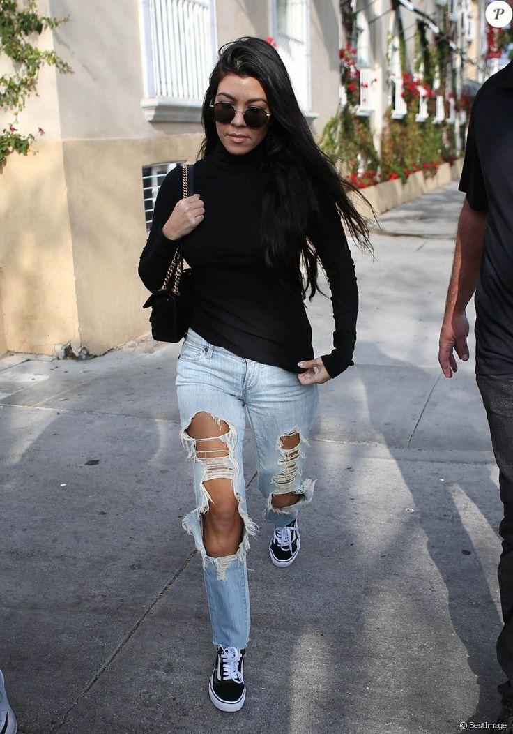 Kourtney Kardashian à Los Angeles avec un jean très déchiré le 13 décembre 2016.