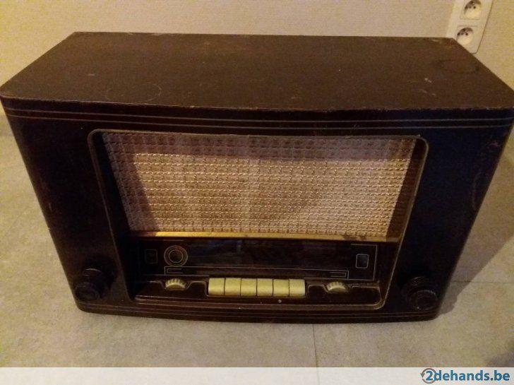 Antieke radio SABA
