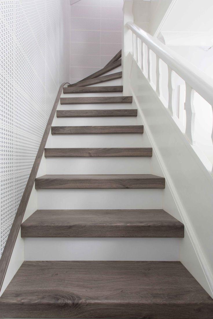 Traprenovatie of trap bekleden met houten treden en witte for Stootborden trap maken