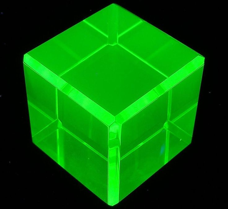 "Cube Yellow Uranium Vaseline UV Glow Glass Faceted Paperweight 1-1/8"" (28mm)"