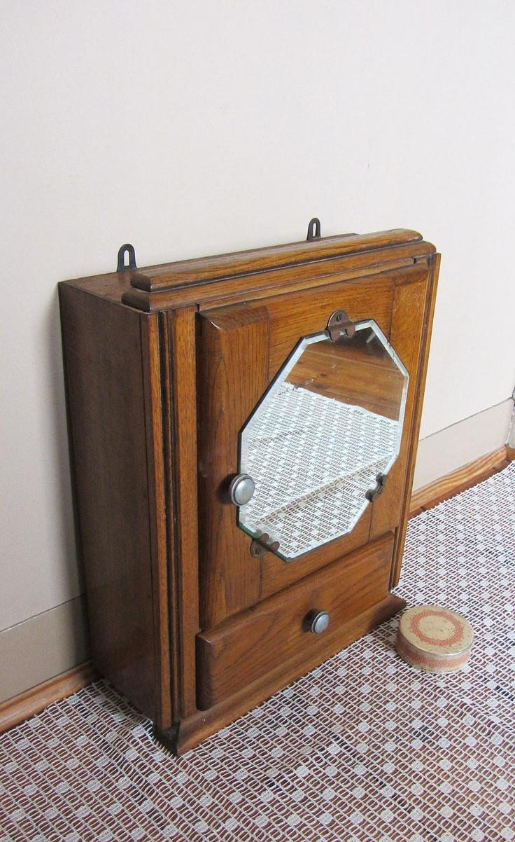 Klein Frans medicijnkastje met achthoekige spiegel, webwinkel de Kofferzolder