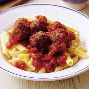 Recept - Penne met kalfsgehakt-balletjes in tomatensaus - Allerhande