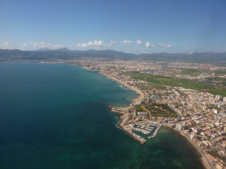 Vista aérea de Mallorca, Islas Baleares.   Alquilar un coche en el aeropuerto de Mallorca: http://www.reservasdecoches.com/es/alquiler-de-coches/Aeropuerto_de_Mallorca.html