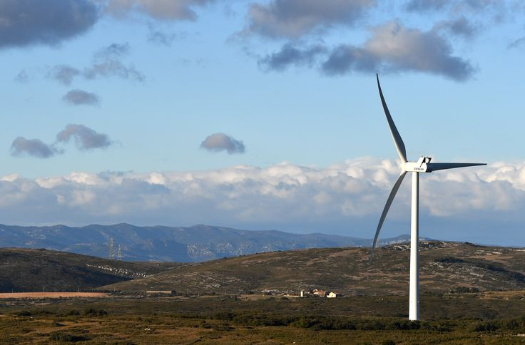 Renewable Energy Industry Creates Jobs 12 Times Faster Than Rest of US