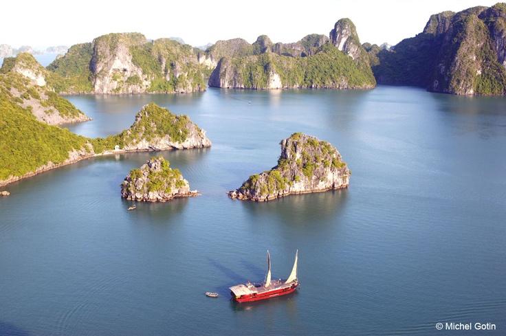 #Vietnam - Halong Bay ©Michel Gotin