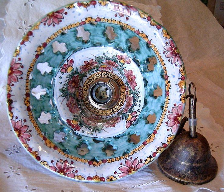 Lampadario in maiolica traforato.Decoro  Florisi  diametro 28cm