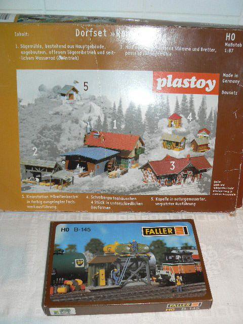 Modellbahn gibts bei http://www.modelleisenbahn-figuren.com