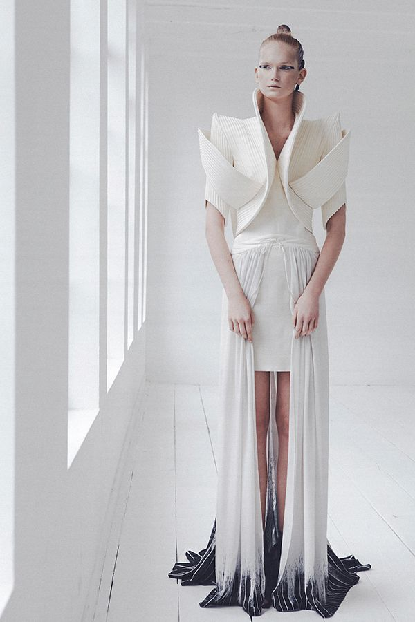 Sculptural Fashion with elegant curves & angles; 3D fashion design details // ILJA