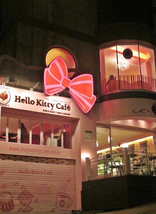 Ngeteh di Hello Kitty Cafe bareng @sarwendah29