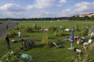 Parque en los terrenos del antiguo aeropuerto de Tempelhof, en Berlín.