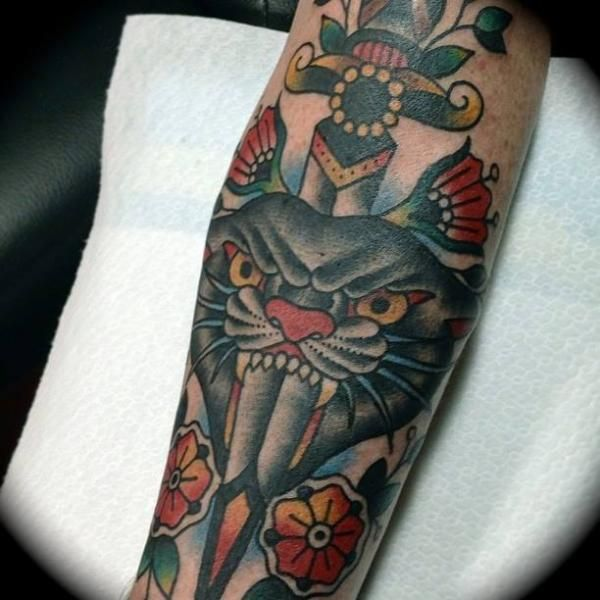 Panther Dolch Old School Arm Tattoo von Sailor Serpent