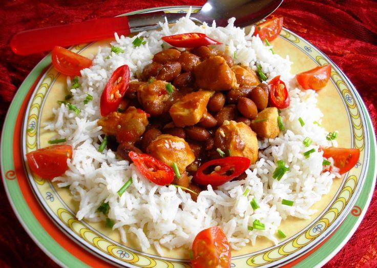 B. B. R. Kip (bruine bonen met rijst en kip)