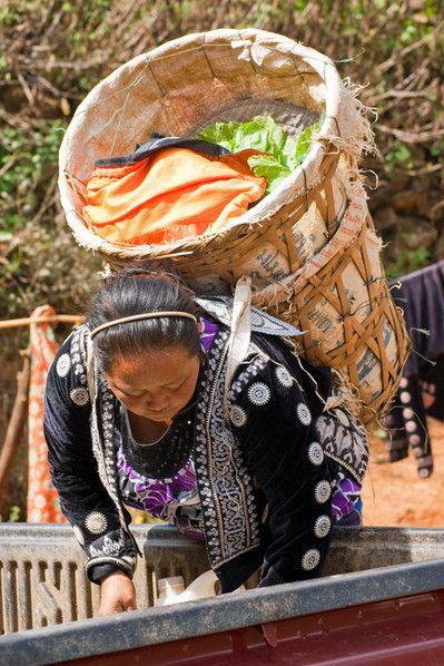 Frau im Hmong Village
