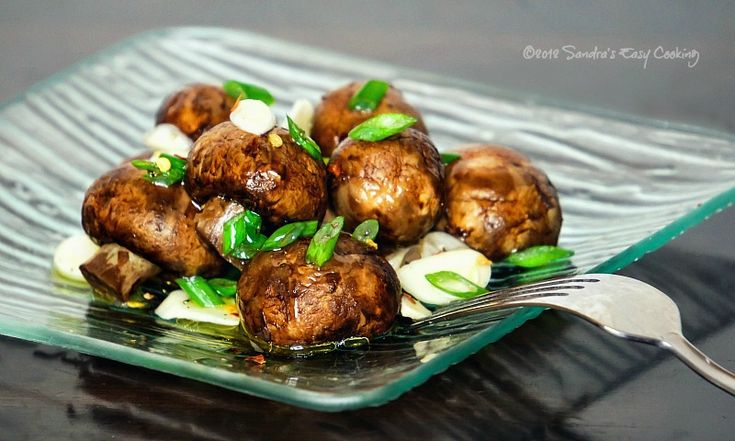 Marinated Mushrooms - This superfood recipe is delicious as a side or appetizer. #mushrooms