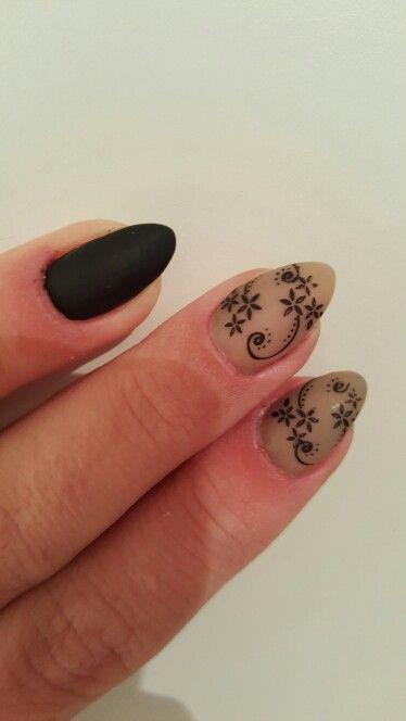#mat #gelnagels #gelnails #black #stampingnailart www.juliarouge.be