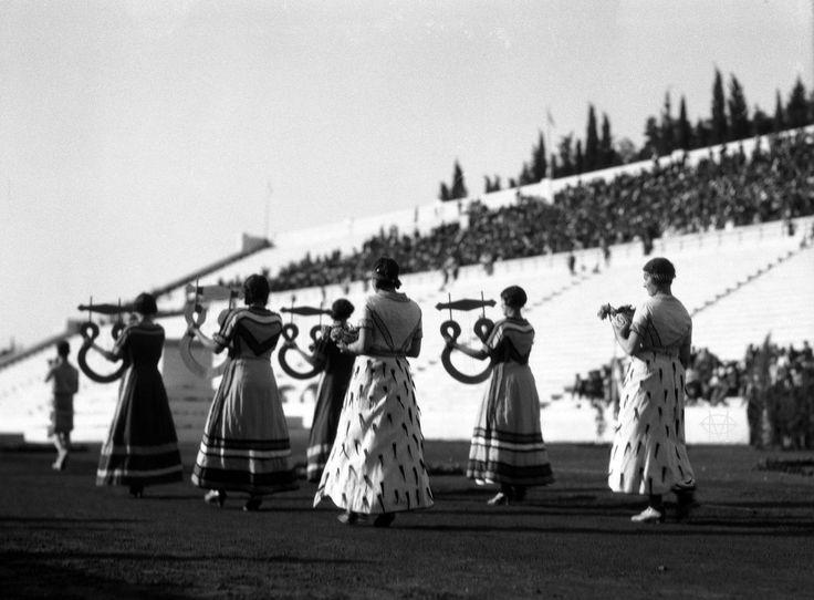Walter Hege, 1930, Αθήνα, εορταστικές εκδηλώσεις στο Παναθηναϊκό Στάδιο για τα 100 χρόνια της Ανεξαρτησίας της Ελλάδος.