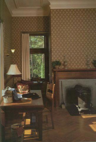 Mrs Vanderbilt's lady's maid's room Biltmore Estate - Interior Photos