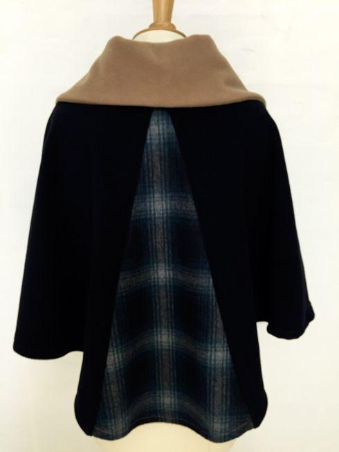 cape femme col croisé noeud laine cachemire liberty mode vintage carreaux hiver couture création british marine