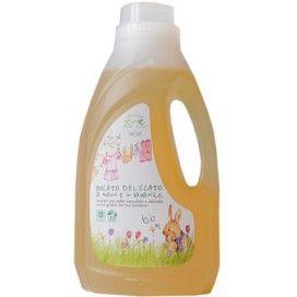 Pierpaoli, Eco Bio Sense', Delikatny płyn do prania odzieży niemowląt, 1L http://www.naturepolis.pl/pl/dom-i-ogrod/572-pierpaoli-eco-bio-sense-delikatny-plyn-do-prania-odziezy-niemowlat-1l-8002849910061.html