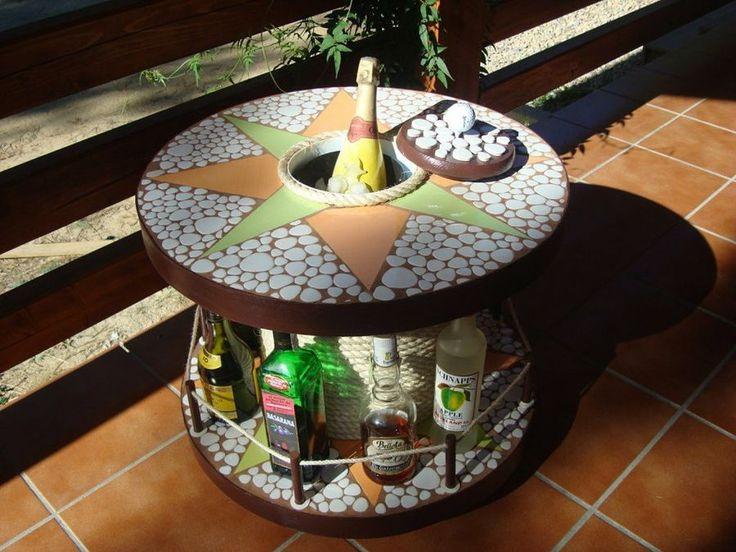 Mesa bar con una bobina de cable: Un estupendo reciclaje